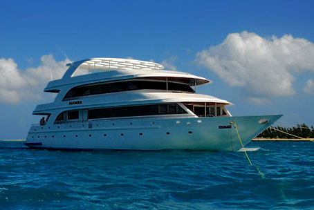 Яхта Sachika на Мальдивах