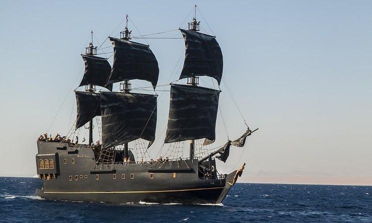 Яхта Black Pearl в Египте